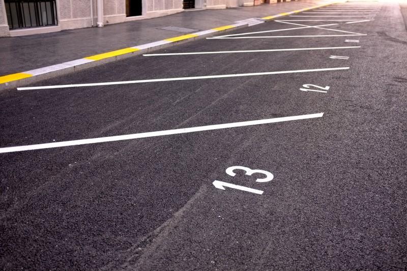 Accès, Parkings