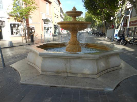 Jonquières Martigues fountain