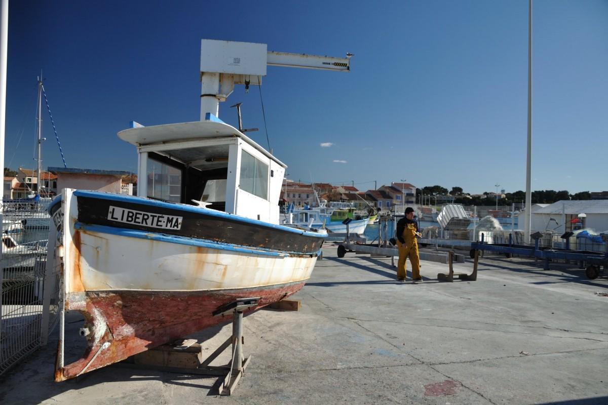 Port de Carro - Bateau en réparation