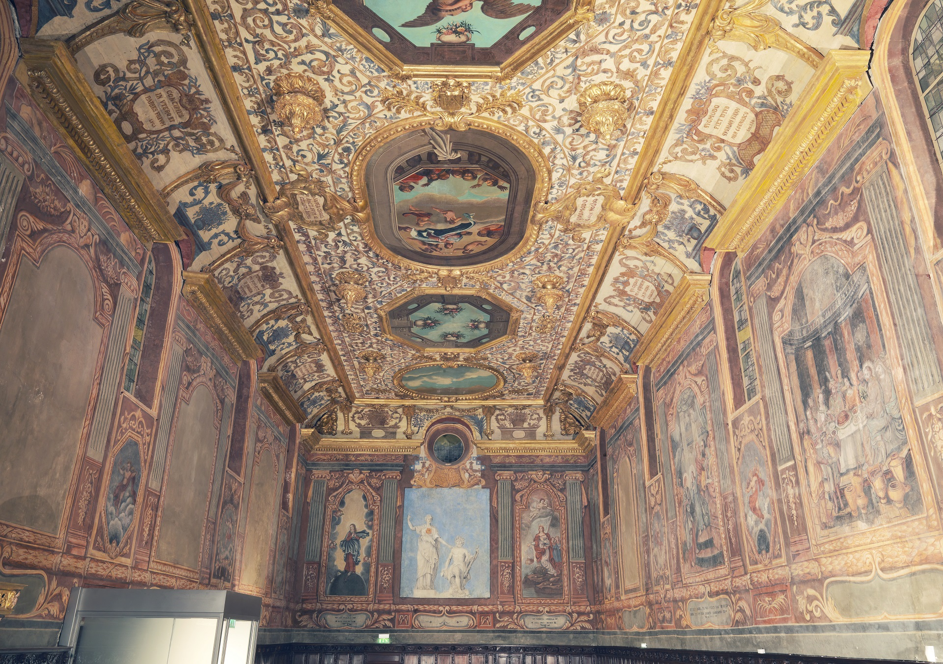 Painting ceiling of the Annonciade chapel