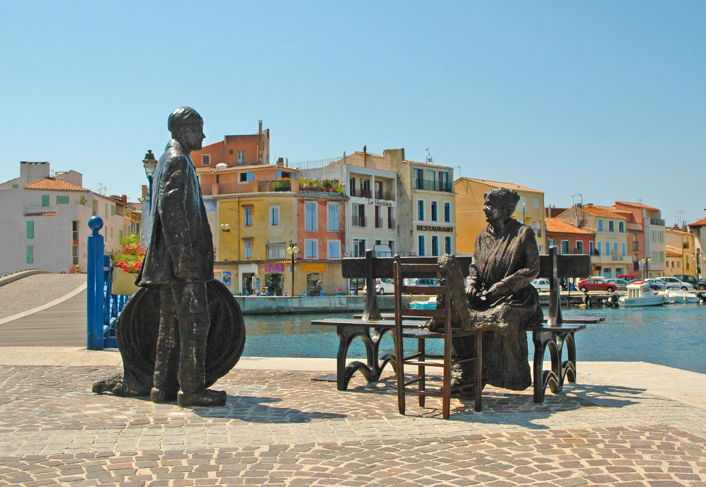 Statues - the fisherman and the sweeper